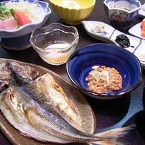 *【ご朝食一例】魚や野菜、炊き立てのご飯など、旅館ならではの朝ごはんをご用意いたします。