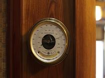 レトロな気圧計