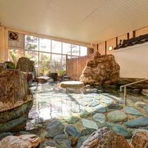 *男湯/毎分600リットルの湯量が湧く天然温泉で明日への鋭気を養いましょう!