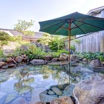 *貸切風呂/内湯と露天、合わせて貸し切れるという贅沢!プライベートなひと時を存分にご堪能下さい。
