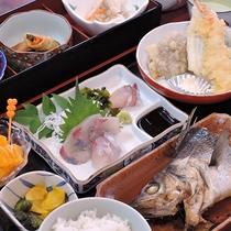 *【スタンダード夕食一例】新鮮な海の幸を中心とした献立