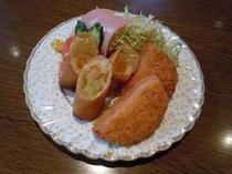 【朝食】日替わりメニュー和食・ハムカツと春巻き