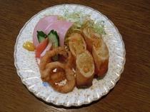 【朝食】日替わりメニュー和食・春巻きといかフライ