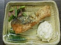 【朝食】日替わりメニュー和食・さけのタルタルソース