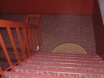 フロント3階まで階段