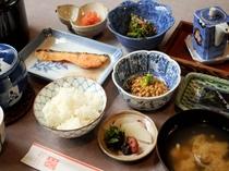 【料理】朝食:栄養バランスも良く、味も自慢です