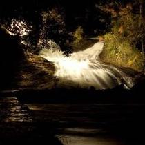 *粟又の滝(夜)