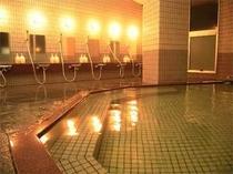 疲れを癒すハーブ湯の大浴場。内容は季節によって変わります。