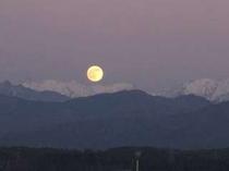 ⑥絶景かな!槍ヶ岳・穂高連峰と満月のお月さま(2009.12.2夕方4:45)