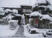 ①冬の雪景色 こまかい雪が30㌢は積もっています