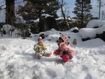 ⑩こまくさの庭で雪遊びが出来ます(1月頃の写真)