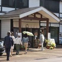 「こころ号」秋の1コース 織物の伝統技術と文化の魅力を一堂に公開している塩沢つむぎ記念館。