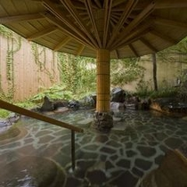 『ほへとの湯』露天風呂。朝風呂をお愉しみください。