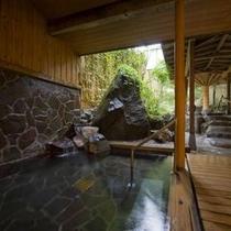 『ほへとの湯』外風呂。花月湯めぐりをお愉しみください。
