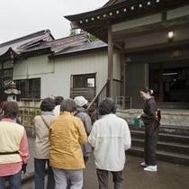 「こころ号」雨天コースの薬照寺宝物殿には有名な芸術品が多数。