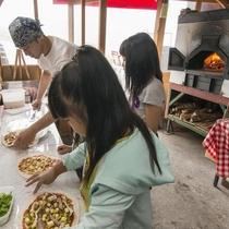 湯沢高原山頂ではピザ作り体験できます