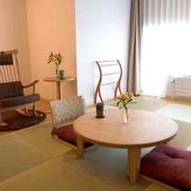 *和室一例/琉球畳を使用したモダンな客室です。和室全室にロッキングチェアも。
