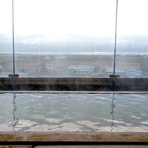 *宿泊者専用【当館最上階「展望風呂」薄い黄褐色の天然温泉。