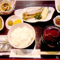 *朝食一例/鵡川名産「ししゃも」中心の和定食。