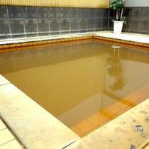 *当館と連結【四季の館】温泉が◎宿泊者は無料◎薄い黄褐色の天然温泉