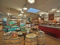 【四季の館】『物産館』オリジナル商品やむかわの特産品など豊富に取り揃えています。