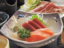 【夕食一例・味覚プラン】旬のお魚を使用したお刺身。素材の味をご堪能ください。