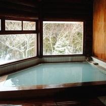 【丸太造りの天然温泉】乳白色の良質な蔵王温泉をたっぷりと源泉掛け流しでお愉しみいただけます