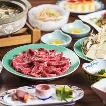 【夕食】すき焼き例。厳選した肉の旨味と新鮮な野菜を自慢の割り下で!他、山形の旬の美味しさもご用意