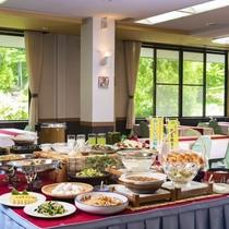 【ご朝食】窓から射す木漏れ日の中で爽やかな朝を!一日のエネルギーは美味しい朝食で※和定食の場合あり