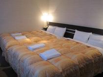 ■客室:ファミリースィート・ベッド幅はナント160cmとワイドサイズ