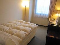 ■客室:シングルルーム15平米・全室サータ社製マットレスを仕様