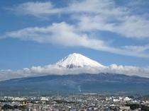 富士山 12月雲遠く
