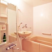 *【部屋】バリアフリー対応なので使いやすいバスルームです。