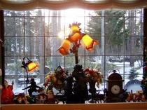 ダイニング出窓からは四季が絵のよう。