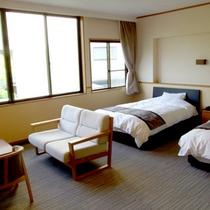 【バリアフリー洋室】車椅子の方でも快適にお過ごしいただけるツインベッドの客室です。
