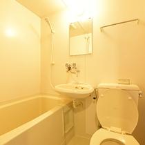 *【お部屋のユニットバス】お部屋のお風呂はユニットバスとなります。