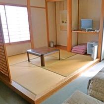 *和洋室の和室側です畳でゴロゴロとしつつ逆側にはベットもございます。