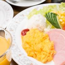 *【ご朝食一例】洋朝食プレートのモーニング♪焼きたてトーストとコーヒーで良い一日の始まりを♪
