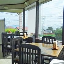 *ご朝食は開放感のある窓際のお席でいかがですか?