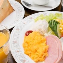 *【朝食4】洋朝食プレートのモーニング(一例)焼きたてトーストとコーヒーで良い一日の始まりを♪