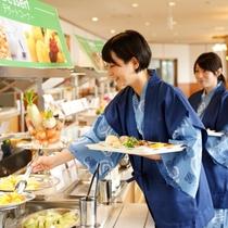 地元食材も楽しめる和食・洋食料理の朝食バイキング♪(一例)