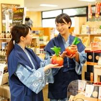 旅行のお土産はショッピングプラザで♪ご当地商品も取り揃えております。(7:00~21:00)