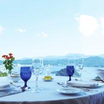 【ホテル最上階 フランス料理レストラン「ブルージュ」】福良湾を一望。