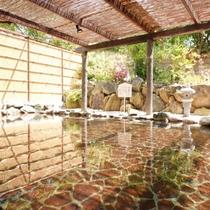 【温泉露天風呂 一例】5:00~10:00及び12:00~25:00にて営業致しております。