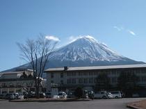 休暇村と富士山