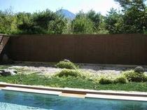 館内大浴場露天と富士山