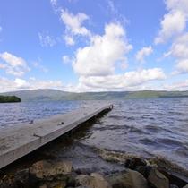 *屈斜路湖/阿寒国立公園中最大の湖は北海道の代表的な観光名所。雄大な自然に魅了される。