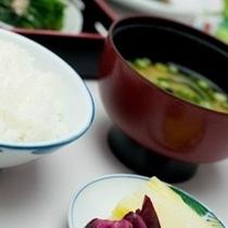 【やっぱりご飯と味噌汁の朝食♪】ほっとする和食は朝の活力になります。豊富なおかずで楽しい朝食を♪