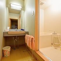 *和室8畳(客室一例)/簡素ではございますが、洗面処、バスルームを完備いたしております。