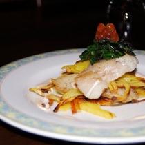 *【夕食(一例)】地元の幸をふんだんに使用したお食事をご用意します(料理一例)